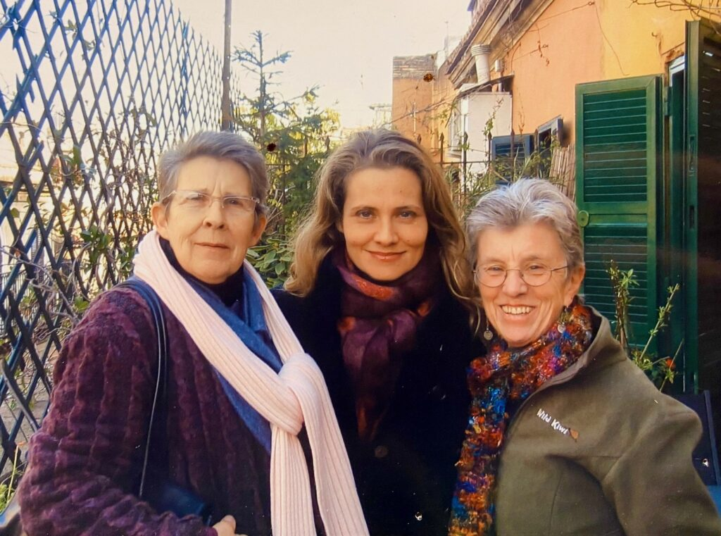 Jean, Anthinula and Gretchen in Rome 2007